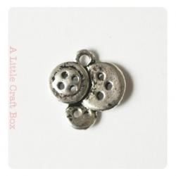 """2 breloques """"boutons""""- argent vieilli"""