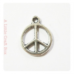 3 breloques Peace and love - argent vieilli