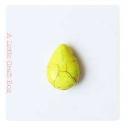 "2 perles howlite de turquoise ""goutte"" - jaune"
