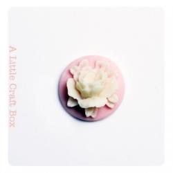 """1 cabochon rond 18mm """"fleur""""   - rose / ivoire"""