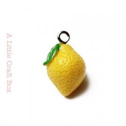 "1 breloque ""citron "" en acrylique"