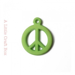 "5 breloques "" peace and love "" - vert"