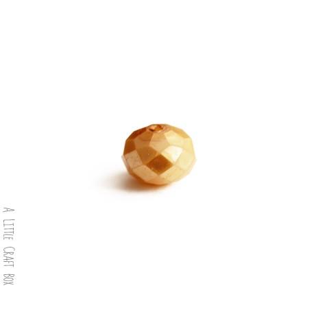 2 perles à facette ovale 8mm en cristal - or opaque