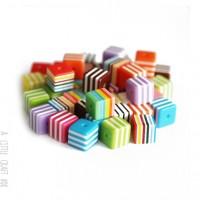10 perles Cube rayé - panaché