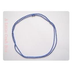 Une chaine à bille 70cm - bleu métallique