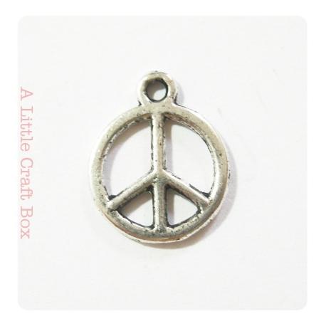 "3 breloques ""peace and love"" - argent vieilli"